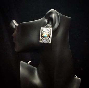EAR SS SQUARE W INLAY RECTANG CENTER